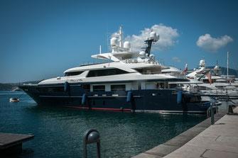 Private Jacht im Hafen kostenlos herunterladen