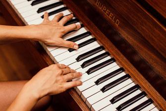 Musiker und Sänger finden für Geburtstag, Jubiläum, Jahrestag, Hochzeiten, Partys. Firmenfeier, Veranstaltungen und Events