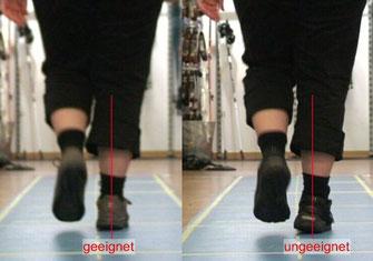 eine Frau läuft auf der Gehstrecke mit zwei verschiedenen Schuhe und ihren Einlagen darin, im Video wird im Vergleich gezeigt, welcher Schuh für sie geeigneter ist