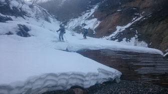 雪割れした大白水谷