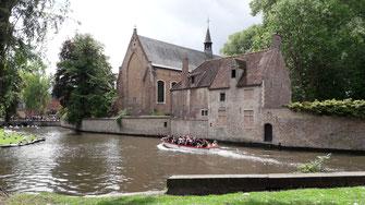 Kleine grachten door Brugge