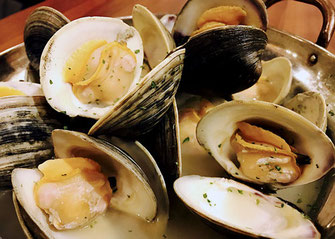 Extra Large! Japanese littlenecl clams steamed in sake, saute with butter, Boshu tavern Kisarazu shop