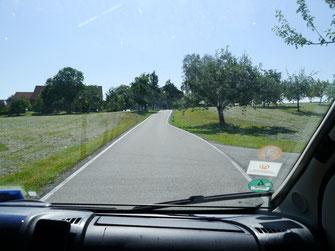 Ausweichstelle auf Mini-Landstraße im Allgäu