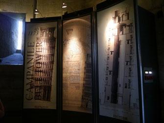 Infotafeln im Erdgeschoss der Turmmitte