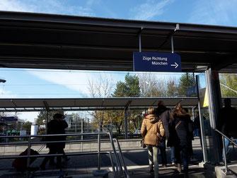 Am S-Bahnhof in Taufkirchen