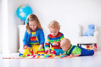 Die Frühförderung von Babys und Kindern kann zu einer glücklichen Kindheit beitragen.