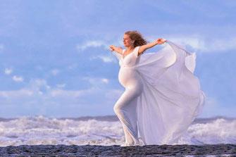 Babybauchfoto an der Nordsee