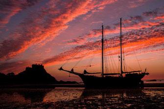 Schiff im Morgenrot