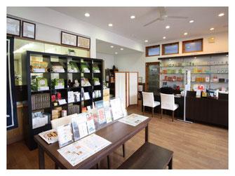 新潟市の漢方薬専門店「西山薬局」の店内