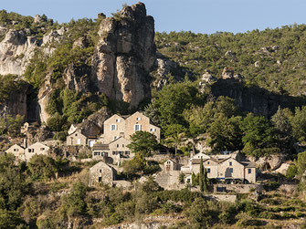 hamlet-medieval-grands-causses-natural-park-rental-holidays-house-cottage-le-colombier-saint-veran-aveyron-occitanie-south-france
