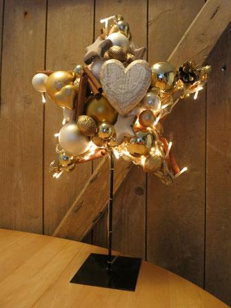 Stern in gold und weiß zum Hinstellen mit eingearbeiteter Lichterketteterdeko