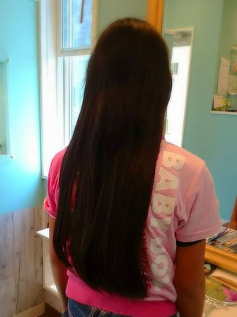 ウィッグにできる髪の長さは31㎝以上です。