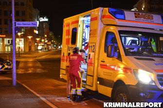Der Verletzte wird versorgt|Foto: Dennis Brätsch