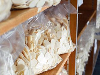 Verpackte Hostien in diversen Grössen und Mengen