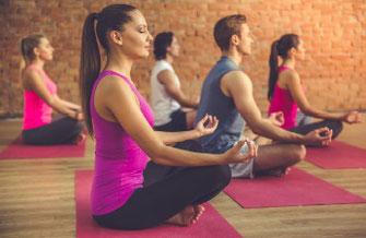 呼吸と動きを融合し心と体のバランスを整えます。身体機能や柔軟性の向上、筋力upとともに精神の安定をはかります。日ごろ動かすことのない関節を含む身体の様々な関節に作用します。