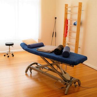 Liege im Behandlungsraum Physiotherapie Daniel Wickert mit Praxisräumen in Berlin Wilmersdorf - Charlottenburg