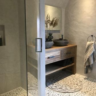 Beton cire badkamer zandtint