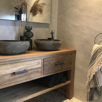 Betonlook badkamer wanden zandtint