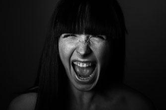 blackandwhite model girl Scream schrei studio maulbronn portrait simon knittel fotograf