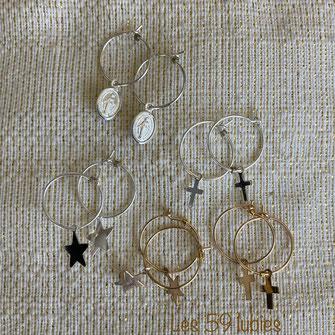 Boucles d'oreilles et petites créoles 18 mm en laiton doré et breloques en nacre (sequin rond, lune, étoile, rectangle et coquillage)