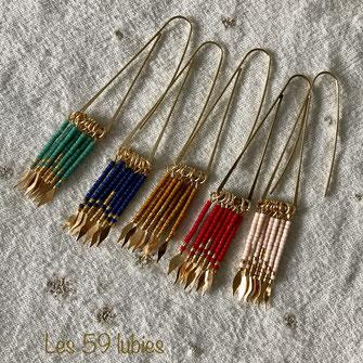 Perles miyuki montées sur tiges laiton doré suspendues sur une grande attache, très légères possible de les proposer sur clips pour oreilles non percés