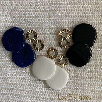 Boucles d'oreilles possibles pour oreilles non percées avec rectangle laiton et 3 perles facettées sur chaîne serpentine