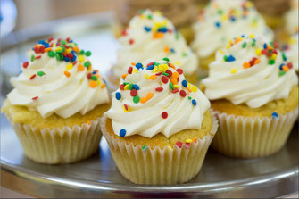 Vanilla Cupcakes and how to make them
