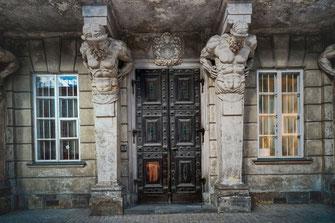 Prunkvoller Eingangsbereich eines Hauses in Warschau © Jutta M. Jenning