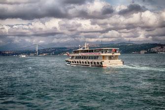Fährschiff auf dem Bosporus - Istanbul