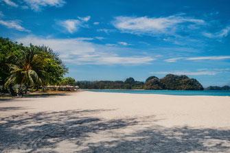 Traumhafter Strand mit weissem Sand in Tanjung Rhu Langkawi
