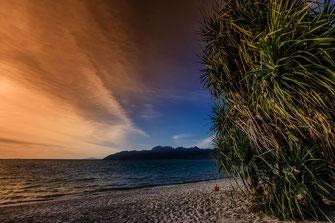 Sonnenuntergang an einer Bucht in Langkawi © Jutta M. Jenning