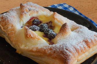 Blätterteigtaschen mit Pudding-Rezept