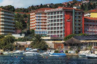 Grand Hotel in Portoroz mit Blick auf Meer und Boote