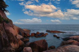 Still ruhen die Felsen am Lamai Beach auf Koh Samui