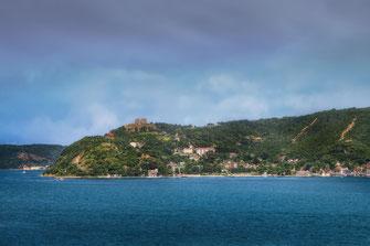 Blick auf die Burg Yoros in Rumelikavagi am schwarzen Meer