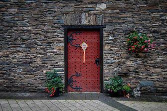 Rote Tür in Monschau © Jutta M. Jenning www.mjpics.de