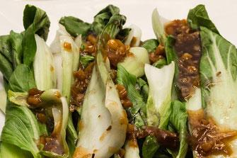 Gedämpfter Pak Choi mit Hoisin-Sesam Soße