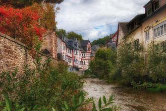 Die Elz fliesst durch Monreal © Jutta M. Jenning ♦ mjpics.de