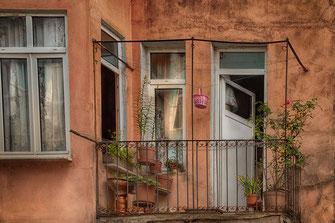 Fassade mit Balkon in Istanbul ♦ www.mjpics.de