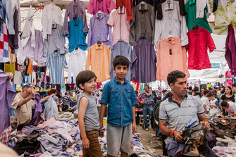 Türkischer Kleidermarkt Basar in Kadiköy © mjpics