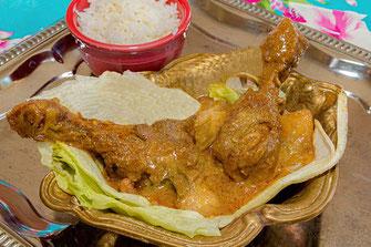 Malaiisches Curryhuhn servierfertig