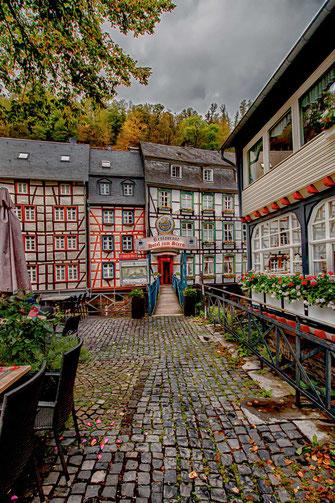 Brücke zum Hotel in Monschau-Fachwerkhäuser © Jutta M. Jenning