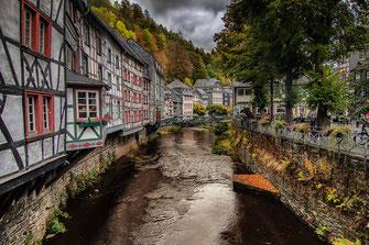 Fachwerkhäuser an der Rur in Monschau © mjpics.de
