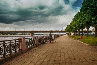 Riga-Straßenmalerei-Künstler an der Daugava