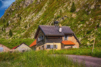 Bauernhaus an den Serpentinen in Tirol