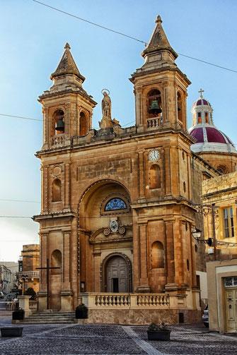 Lady of Pompei Kirche in Marsaxlokk Malta hochkant