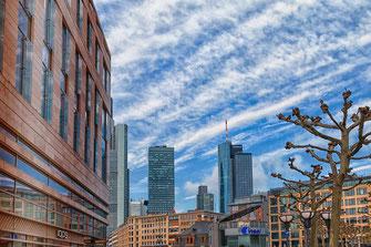 Blick auf den Main Tower in Frankfurt © mjpics.de