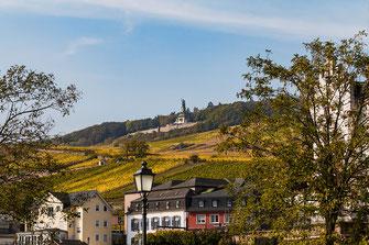 Rüdesheim am Rhein mit Blick auf das Niederwald-Denkmal