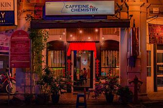 Café Chemistry in Georgetown bei Nacht
