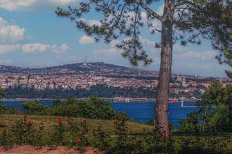 Blick über den Bosporus vom Topkapi Palast in Istanbul